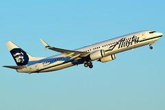 N423AS (Justin_Lawrence) Tags: sky phoenix alaska harbor airport international boeing airlines phx 737900 kphx 737900er b739 737990er n423as