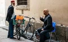 """2016, Firenze | Italia"". (i-Eddy) Tags: street people italy relax florence nikon italia firenze nikkor streetview 1685 colorus"