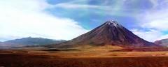 Volcan Licancabur (Made Bulkes) Tags: chile volcano border bolivia atacama andes desierto frontera cordillera volcan antofagasta licancabur