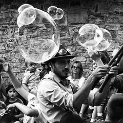 Oo oo (Giovanni Balleggi - Street Photography) Tags: bubble bolle urban street tuscany artist