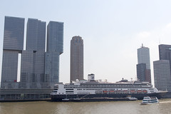 De Rotterdam in Rotterdam naast de Rotterdam (Tom van der Heijden) Tags: rotterdam cruiseschip manhattanaandemaas hollandamericalijn