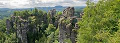 Basteibrcke (aq309) Tags: panorama schweiz nikon steine stadt aussicht brcke elbe bastei gemeinde gebirge rathen elbtal elbsandsteingebirge felsformation wehlen aussichtsplattform schsischen schmale d5300 touristenattraktionen lohment felsriff