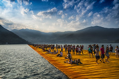 the floating piers (Roberto.Trombetta) Tags: italy italia iseo lago lake water franciacorta monte isola passerella floating pier christo crowd people walking acqua montagne mountain orange arancione sony 7rii alpha batis225 batis zeiss 25 carlzeiss art fineart amazing stunning beautiful landscape land artist montisola sulzano paesaggio barefoot shoeless summer estate peschiera maraglio sensole san paolo brescia lombardia jeanne claude projects jeanneclaude 7rm2