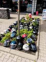 Komm ich zeig dir wo die Helme wachsen (hmboo Electrician and Adventurer) Tags: motorradhelm helm helmet biker