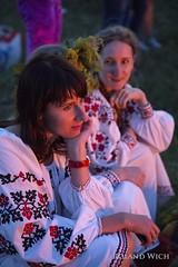 Kiev - Girls by the fire - Ivan Cupala Festival (Rolandito.) Tags: kiev kiew ivan iwan ivana kupala cupala midsummer festival ukraine girls girl fire dusk twilight evening abend traditional clothing