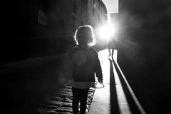 Posta de sol 1.610 de 10.000 (avore) Tags: ariadna carrer ombres osona vic shadows street postesdesol bw blackandwhite fz1000 lumix dema3anys