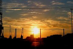 Coucher de soleil sur le port autonome de BORDEAUX (Les photos de LN) Tags: sunset port lumire couleurs bordeaux garonne coucherdesoleil fleuve quais gironde