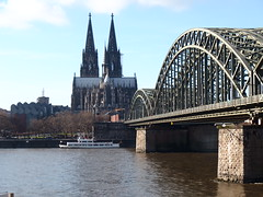 Cologne - Cathedral and Railway Bridge (Phil Masters) Tags: bridge cologne kln rhine klnerdom colognecathedral riverrhine klle hohenzollernbrcke hohenzollernbridge shipsandboats hohenzollernbrucke 14thdecember december2014
