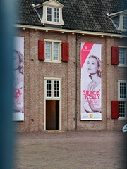 Grace Kelly - Princess and style icon (RW-V) Tags: palace palais apeldoorn paleis gracekelly 10000views 5000views 3000views 2500views paleishetloo 6000views 7000views princessgraceofmonaco canonefs1755mmf28isusm 5500views 7500views canoneos60d 6500views dwwg