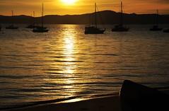 bfds prá vc (Ruby Ferreira ®) Tags: sunset boats bay sand silhouettes hills pôrdosol silhuetas southernbrazil florianópolissc brasilemimagens