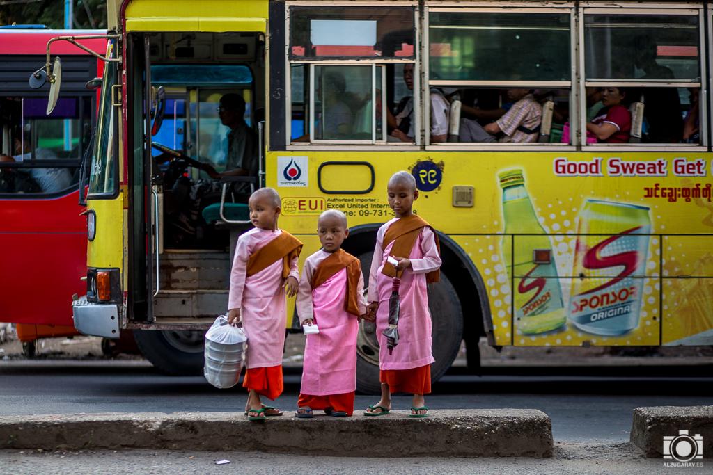 Niñas monjas en Yangón (Myanmar)