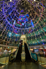 Wheelock Place interior deco (LWL27) Tags: zeiss t zoom sony orchard carl cz af fe ultrawide orchardroad oss autofocus uwa variotessar emount 1635mmf4 sel1635z fe1635mmf4za