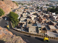 Jodhpur Old Town Blue City Fort Road Strae Rajasthan India (c) (hn.) Tags: auto road street copyright india asia asien heiconeumeyer traffic indian transport tuktuk guardrail rickshaw verkehr indien striped jhodpur rajasthan jodhpur rikshaw autorickshaw ricksha riksha crashbarrier southasia copyrighted 2014 in gestreift northindia rikshah gelbschwarz jodpur rikscha autorikshaw leitplanke yellowblack indisch fortroad rikschah strase motorrickshaw nordindien sdasien schutzplanke guardingrail fortrd motorrikscha autorikshah motorrikschah rikshawtaxi tp201415 seenfromrockssthofjaswantthada