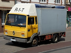 """RENAULT S 100 Midliner """"R-1-T"""" (xavnco2) Tags: france jaune truck box renault lorry camion normandie van normandy yelllow lkw s100 autocarro seinemaritime fourgon neufchatelenbray midliner"""