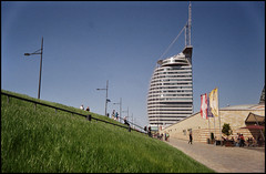Bremerhaven Analog 2016 (06) (Hans Kerensky) Tags: canon 7 lzos jupiter12 28 35mm lens film dm paradies 200 scanner plustek opticfilm 120 bremerhaven atlantic hotel sail city