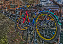 kinderfiets2 (Peter Bartelings AKA PeBee) Tags: netherlands amsterdam bicycle hdr fiets kinderfiets