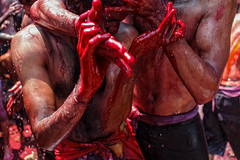 - (Maciuz) Tags: red india muscles blood gore sweat passion ritual sangre pasion sudor musculos
