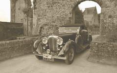 Lagonda LG45 DHC 1936 (claude.lacourarie) Tags: vintage fougres 2014 bwnoiretblanc carscarscars carcarscars lagondalg45dhc1936
