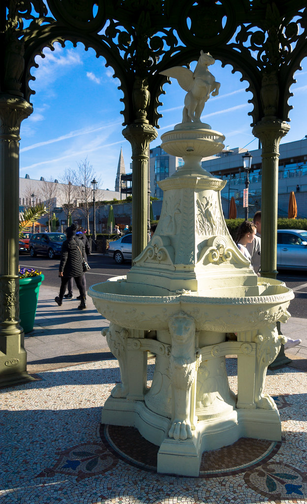 QUEEN VICTORIA FOUNTAIN IN DUN LAOGHAIRE [THIS IS A FAVOURITE OF MINE] REF-102824