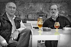 Cerveza vs. Brandy (Franco DAlbao) Tags: friends amigos beer bar lumix chat juan cerveza meeting fran brandy charla encuentro versin summum francodalbao juantiagues