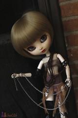 Careful (Shamujinn) Tags: world eyes punk doll acrylic diesel siamese full chain planning wig groove pullip fc custo jun poupe siamoise leeke obitsu leekeworld rewigged acryliques shamujinn