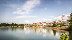Der Leuchtturm in der Lausitz (SiebenDeluxe) Tags: blue summer sky sun lighthouse lake water canon germany see wasser sommer himmel sigma wideangle sonne leuchtturm blauer langzeitbelichtung weitwinkel lausitz ndfilter jaworskyj