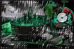 El reloj y la caja china (seguicollar) Tags: imagencreativa photomanipulacin art arte artecreativo artedigital virginiasegu colorful vistoso green verde caja reloj
