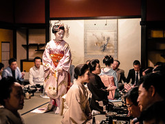 The Party (Rekishi no Tabi) Tags: leica japan kyoto maiko geiko gion apprentice apprenticegeisha gionkobu mamekinu