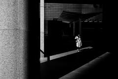 (Peter Wieczorek) Tags: light shadow people blackandwhite bw architecture hongkong licht blackwhite general availablelight sony architektur schwarzweiss schatten lightandshadow silhuette carlzeiss zm lichtundschatten schwarzweis schwarzundweiss distagont1435 sonya7ii