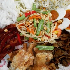 "Thaiiptv  ""รายการตามตะวัน""  พาท่านชิม ""สุดยอดความอร่อย"" ""ไส้อั่ววุ้นเส้นนพรัตน์""  OTOP  5 ดาว ระดับประเทศ ปี2551 ได้รับรางวัลรองชนะเลิศประกวดมหกรรม อาหารไทยใส่เกลือไอโอดีน ต้นตำหรับไส้อั่ววุ้นเส้นเจ้าแรกของประเทศไทย   ส้มต้ม ชนะเลิศ ปีพ.ศ  2544  ใส่อั่วหม"