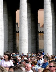 Listening to the pope (Anders Hjertn) Tags: pope vatican rome roma josef rom ratzinger pven josefratzinger petersplatsen
