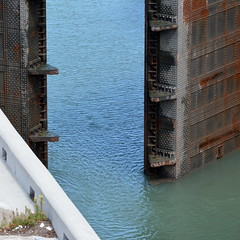 Closing - Stage II [St. Catharines - 18 August 2014] (Doc. Ing.) Tags: summer ontario canada metal square iron lock northamerica stcatharines on 2014 wellandcanal irondetails detalhesemferro