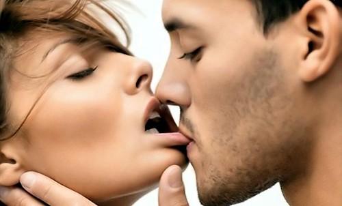 Hot sexy kiss pics