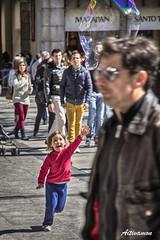 Flotando haca la felicidad (Aitivamon NATURE) Tags: face canon happy eos child nios toledo sonrisa dslr burbuja pompa jabon 1585