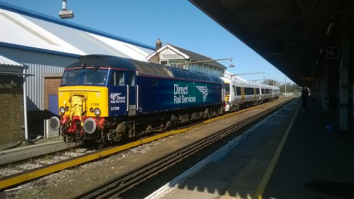 DRS 57306 coupled to Southeastern 375301