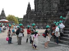 Die Gtter schmeissen Steine! (joachim.luckey) Tags: monument indonesia java tempel besichtigung kopfschutz