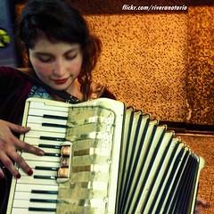 Chica acordionista en el Metro de Santiago (RiveraNotario) Tags: girls cute cutegirl msico chilena chilenas acorden