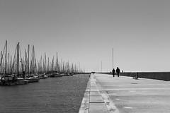 Un aprs-midi  la Rochelle (Guy Heaume) Tags: sea mer quai dock digue breakwater port harbor boat bateau ciel sky ocan ocean atlantique atlantic architecture people life sun soleil rochelle travel traveller voyage