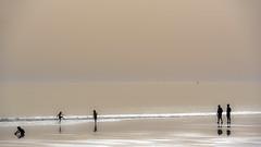 Mardi c'est l'Et !! (yann2649) Tags: famille sea mer seascape france beach monochrome silhouette children enfants plage charentemaritime