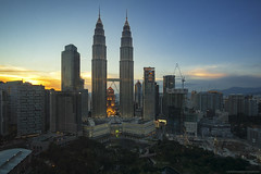 Petronas Twins Tower || Sunset (gilbertchuachian_siong) Tags: world city travel building tourism skyline architecture sunrise photography hotel asia cityscape sony relaxing visit malaysia destination kualalumpur interest klcc aasia bukitbintang trader skybar wilayah a6000