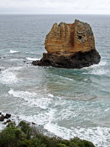Airey's Inlet - Eagle Rock