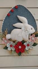 Enfeite porta Coelho (Ka Comelli) Tags: flores casa pscoa feltro coelho decorao tecido feitoamo enfeiteporta
