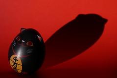 Maneki-Neko (Ben Wightman) Tags: cat manekineko luckycat weeble 招き猫 macromondays itsallabouttheshadow