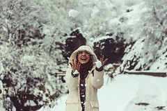 happy (homayoonmahmoodi) Tags: portrait snow girl canon 50mm iran laugh
