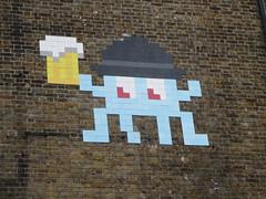 Space Invader LDN_149 (tofz4u) Tags: uk streetart london beer tile big unitedkingdom mosaic spaceinvader spaceinvaders londres angleterre invader mosaque artderue ldn149