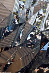 Reflet (Agns Laure) Tags: tokyo triangle reflet miroir japon personnes escalier vitre marches nikond7000