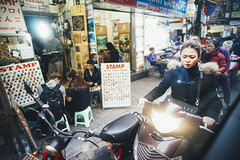 Hanoi streets 2 -- Sony A7 Voigtlnder 21mm (Col Jung) Tags: a7 voigtlnder voigtlander 21mm ultron vietnam street travel hanoi