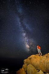 Un mirador con grandes vistas... (ppgarcia72) Tags: nikon night vialactea milkyway nikond610 samyang14mm mallorca nocturna nightimage largaexposicin longexposure stars estrellas galaxia paisaje lanscape rocas