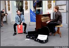 Leuk tafereeltje!!! (AnitA.v) Tags: muziek antwerp antwerpen meir amberes anvers tafereel