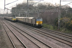 57313+57315 Acton Bridge, Cheshire (Paul Emma) Tags: uk railroad england train cheshire railway locomotive railtour diesellocomotive wcml dieseltrain class57 actonbridge 57313 57315 1z84 6m12 cairngormstatesman class7070004